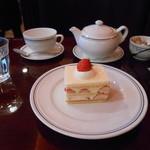 17743881 - いちごカスタードという可愛い名前のケーキは