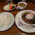 キッチンスコール - 牛すじとさっと煮込んだ和風ハンバーグ \990