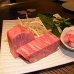 17744587 - 夕飯は鉄板焼  本日のメインのお肉さんです。サーロインとフィレを二人で半分子♪