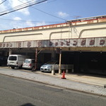 17745056 - 洒落た名前と外観のギャップが・・。(笑)お店は左の方に有ります。