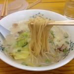 ラーメン亭皇 - 蒸し麺。