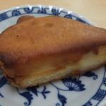 有のパン - あまくてチーズクリームの入ったパン(210円)普通