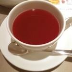 レモンドロップ - チェリーラブというハーブティー。ローズヒップの酸味が強め。