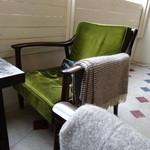 ニコラ - ('13/03)椅子の肘置きには膝かけが...さりげない心遣いです