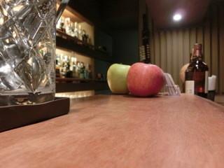 Bar Sasha - カウンターは特等席だよ。