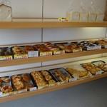 17751614 - 彩の美しいパンがいっぱいで幸せ
