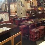 月光食堂 - 店内(入口近くのテーブル席から)(2013年3月)