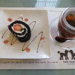 cafe naturel - 竹炭いちごロールとシナモンスパイスティー
