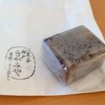 相模屋菓子店 - 栗きんつば。136円。蜜漬けの刻んだ栗と、甘さをひかえめ小豆餡の調和がすごくいい!