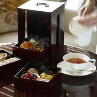 ザ パレス ラウンジ - 重箱で提供するオリジナルアフタヌーンティーセット イメージ