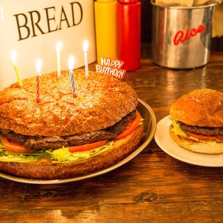 大切な人のお誕生日をビッグバースデーバーガーでサプライズ!!