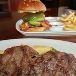 beacon - ステーキとハンバーガー