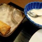 17760428 - 定食つけあわせの揚げ物とミルク感溢れる杏仁豆腐