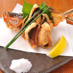 DEIGO - 沖縄県魚グルクンの姿揚げは骨までカリカリ!980円