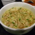 ジュンバタン・メラ - 香草が香るランチのスープ