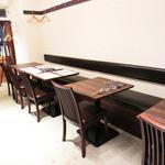 アンティカブラチェリアベッリターリア - テーブル席