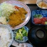 三遊司 - とんかつ御膳1250円小鉢が付いてます