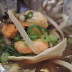 鉄板ダイニング いちご - 海鮮ホイル焼。。作り置きなので牡蠣とか固いんですよね。。火いれすぎです。
