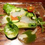 博仏ダイニング キノシタ - 鯛のカルパッチョ・・美しいお料理です。鯛もお野菜も甘みがあり美味しい。柚子と柚子胡椒、2種類のソースで頂きましたが、いいお味でした。