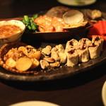黒猫夜 - 春前菜盛合せ:    車海老、浅利の貴州風、のれそれの麻辣ソース、空豆の紹興式冷菜、鶏レバーペースト生湯波巻き、新じゃが芋のクミン風味、紅芯大根