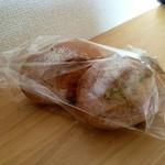 マラッサ - 料理写真:よもぎロール ¥130