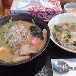 麺処 咲柳 - 味噌ラーメン600円とミニ海鮮あんかけごはん300円