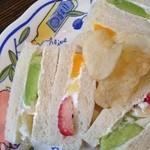 スプーンハウス - フルーツサンドイッチ