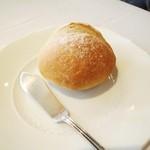 17799724 - 自家製パン
