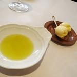 17799728 - バターとオリーブオイル
