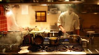 コロッセオ中目黒 - 厨房の見えるカウンターに何時も座ります。