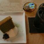 川辺の茶屋 - シフォンケーキとアイスコーヒー