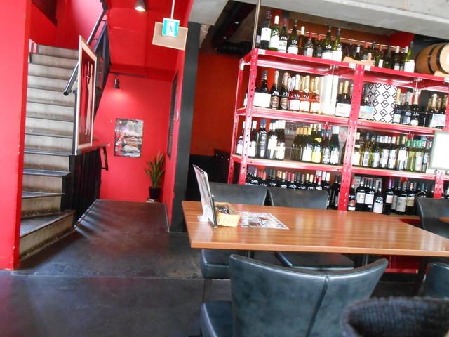酒の大桝 wine-kan - 大きなテーブルも