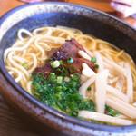 沖縄ごはん くくる食堂 - 沖縄そば680円