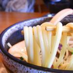 沖縄ごはん くくる食堂 - 沖縄そばに比べ、麺が細く断面が丸い!