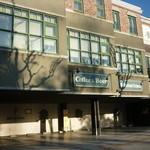 17801868 - 伏見通り沿いにあり、一階部分が5台分ほどのスペースの駐車場になっています