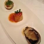 17805359 - 鮑、帆立、蛤の盛り合わせ