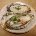 17805554 - 【H25.3.13】殻から溢れんばかりの三重県牡蠣550円。