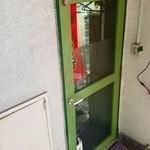 17806109 - この扉が入口