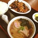 万龍 - 本日のサービスセット 肉茄子定食に半ラーメン(๑´ڡ`๑)