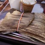 上野動物園 西園食堂 - 笹の葉に包まれたパンダ弁当(*´д`*)