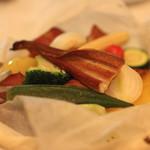 17807356 - 季節野菜と穴子の紙包み焼き、燻製風味 のアップ (2013/03)