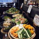 風にふかれて - 料理写真:新鮮野菜のサラダたち☆旬のお野菜が並びます