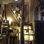 カフェ ダミアーノ - 小さな階段で2階も行けます
