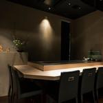 和食鉄板 銀座 朔月 - カウンター席では料理長が目の前でお作りいたします