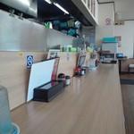 津津 - らーめん 津津 雄琴店の店内(12.09)