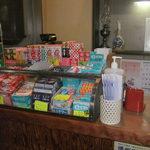 どんどん - レジの横には 駄菓子コーナー^^