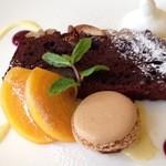 オステリア - 木の実とチョコレートケーキ