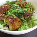 ゲジョル - 特性タレが決め手 ピリ辛 火の鶏丼