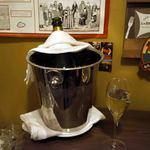 ビストロ・ラ・トルチュ - ワインクーラーで冷やしてくれました。