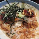備長 - 3膳目は薬味と海苔を乗せ特製出汁をかけて鰻茶漬でいただきました。   一度で三回の違う味の楽しめるひつまぶし、私は最初のそのままの鰻が一番好みかな・・・・